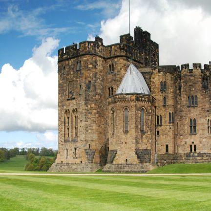 1-Day Alnwick Castle, Northumberland Coast & Scottish Borders